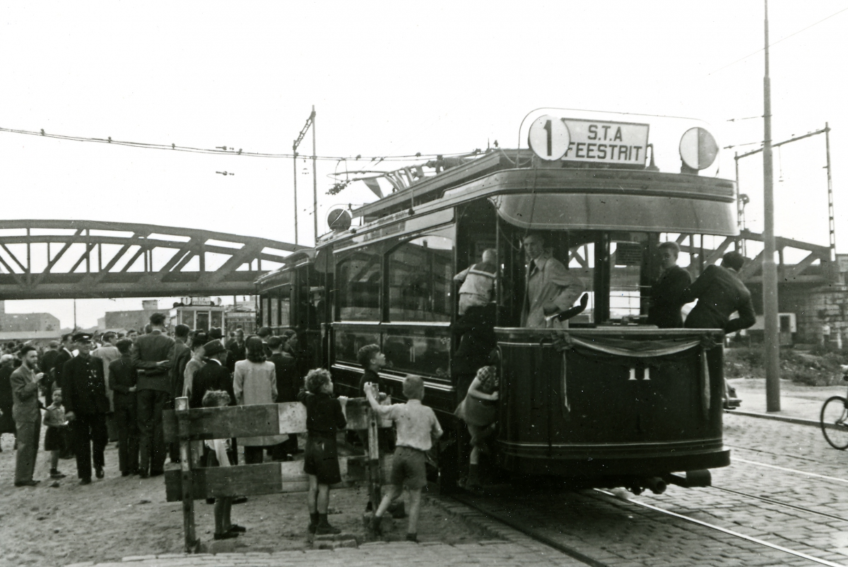 1946-Feestrit-STA-05