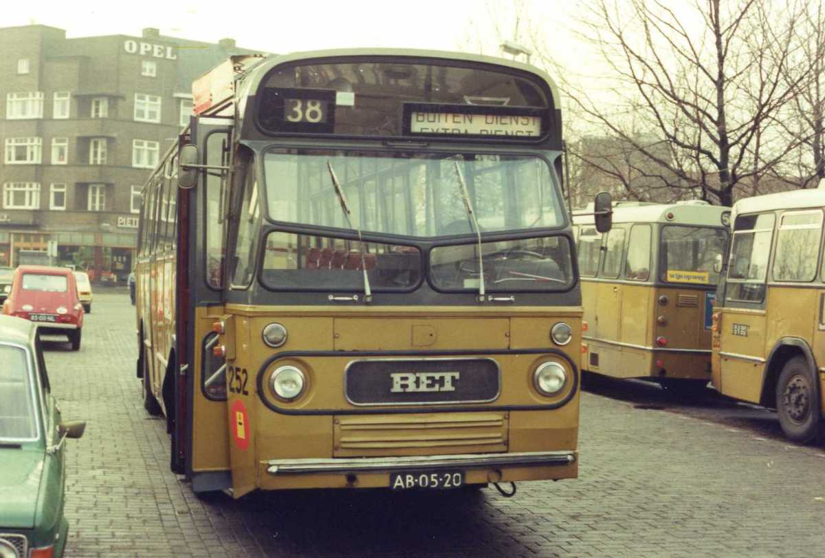 252-02-Leyland-Panther-a