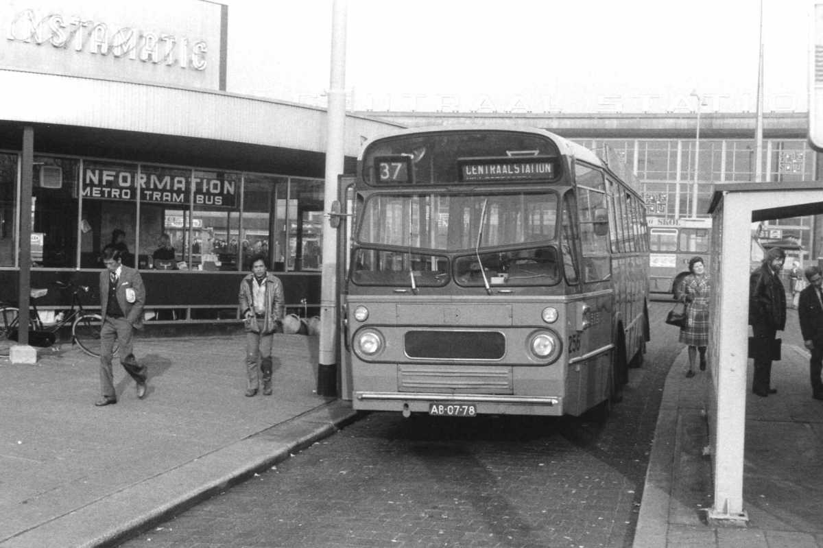 256-04-Leyland-Panther-a