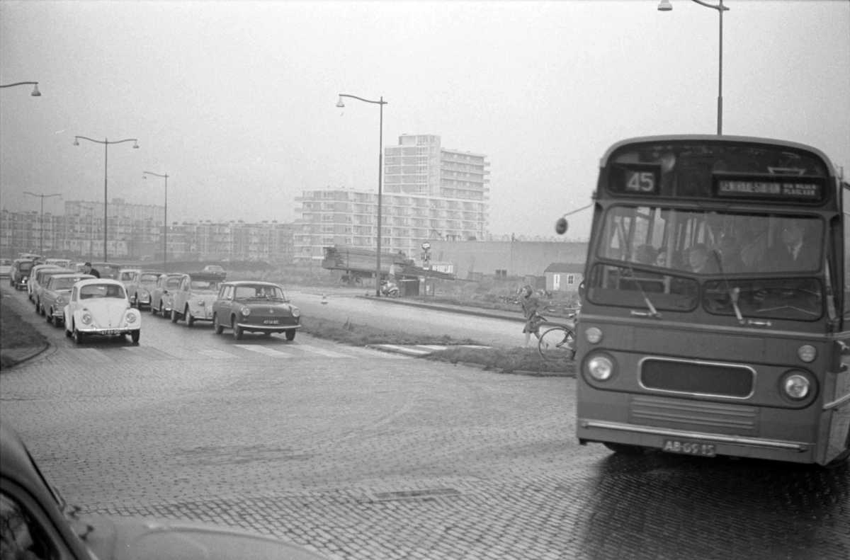 258-04-Leyland-Panther-a