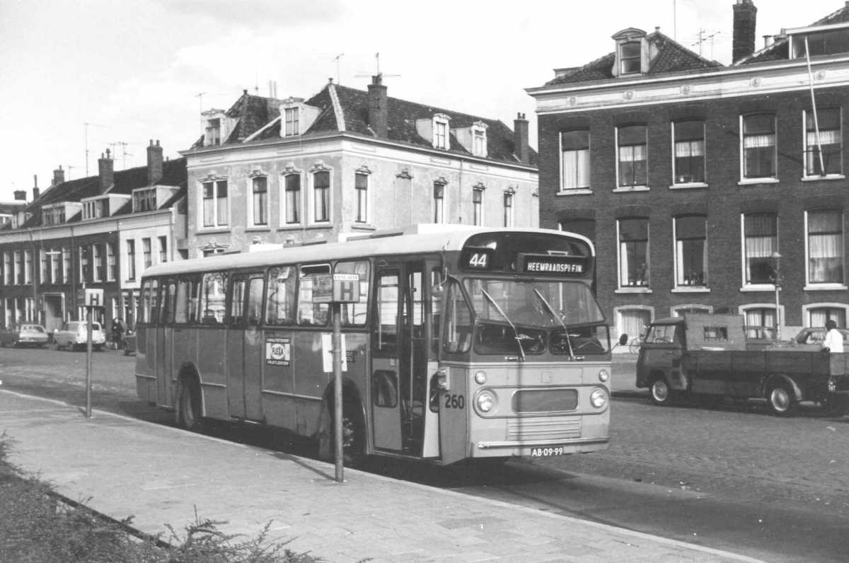 260-02-Leyland-Panther-a