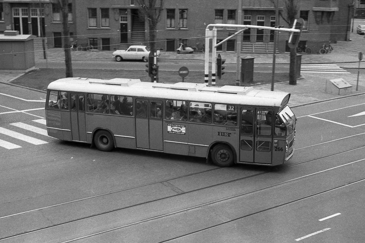 266-04-Leyland-Panther-a