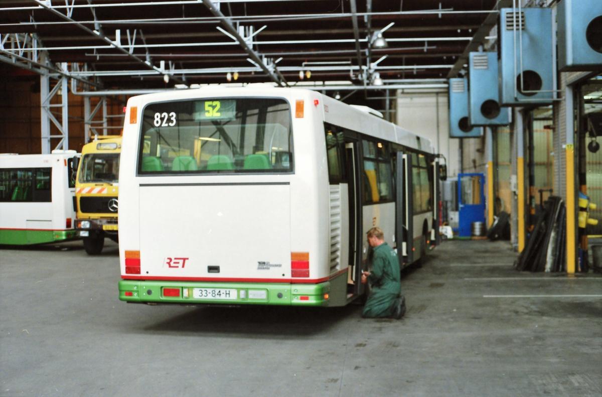 823-9 DAF-Den Oudsten -a