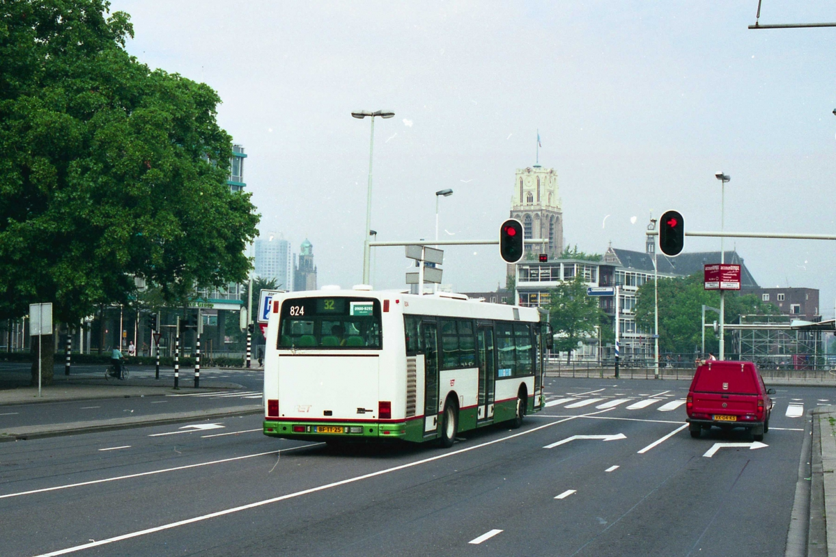 824-2 DAF-Den Oudsten -a