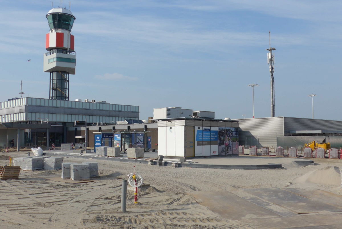 Rotterdam The Hague Airport 2017-7 -a