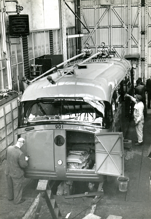 901-9-Kromhout-Trolley