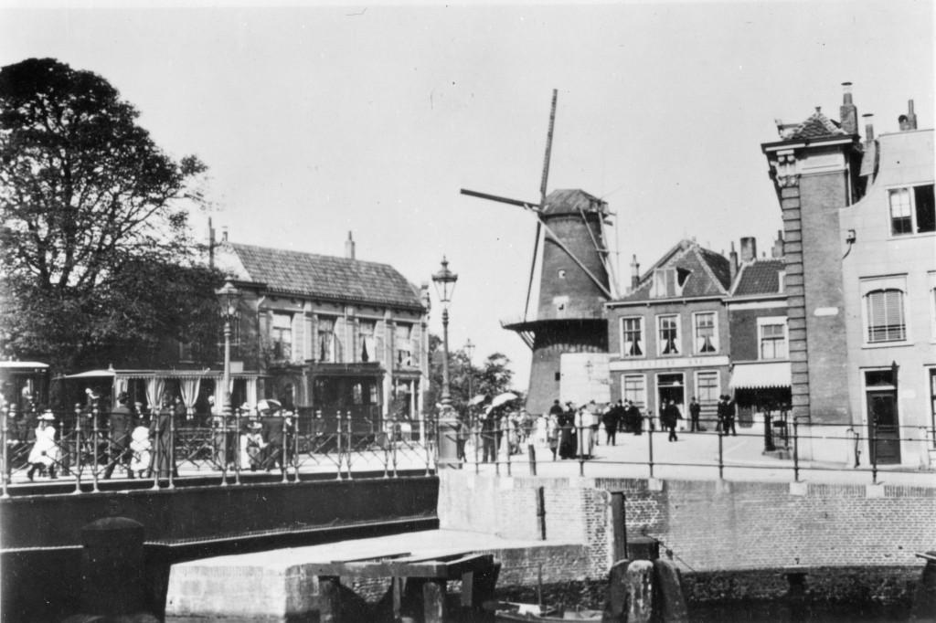 Loc 29-31 en de rijtuigen 76-79 bij het Lage Erf, onderweg naar Schiedam.