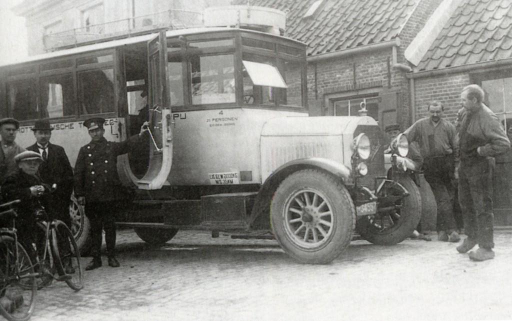 Bus 54 van de RTM in Den Bommel, ca. 1923/1924