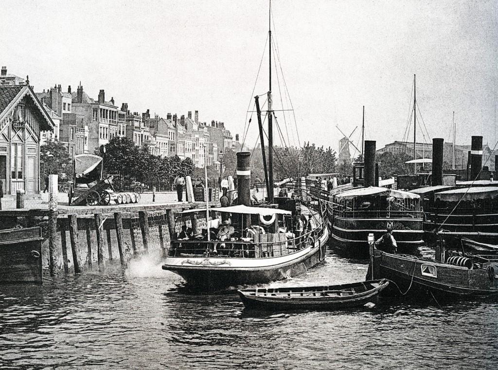 Oosterkade, de stoombootdiensten naar de Zuid-Hollandse- en Zeeuwse eilanden.