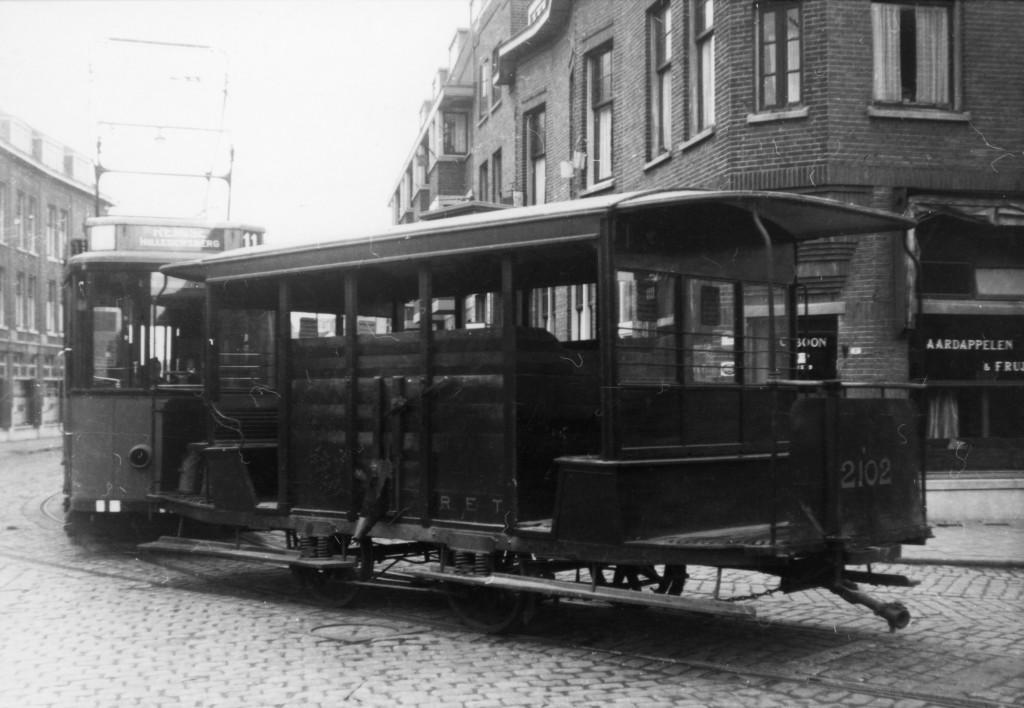 Aanhangrijtuig 2102, zandtransportwagen met motorrijtuig 187, Kootsekade, 28-10-1944 (verzameling: Jan van Driel)