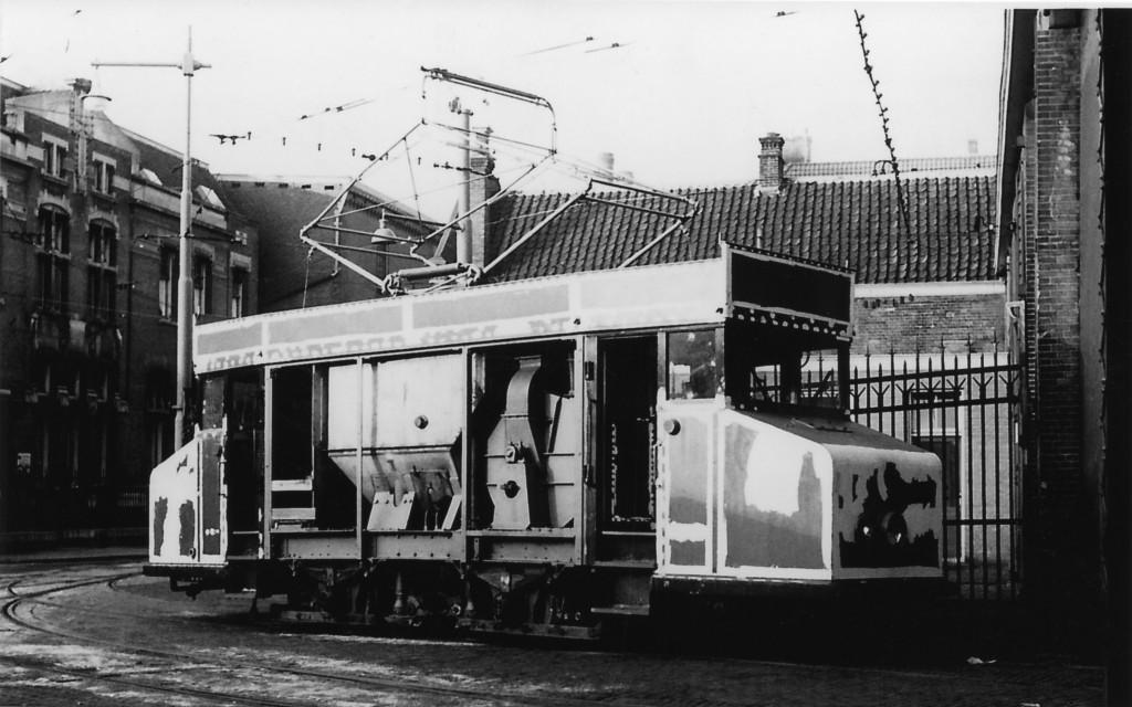 Railreiniger 2201, CW Isaäc Hubertstraat (verzameling Henk Mertens)