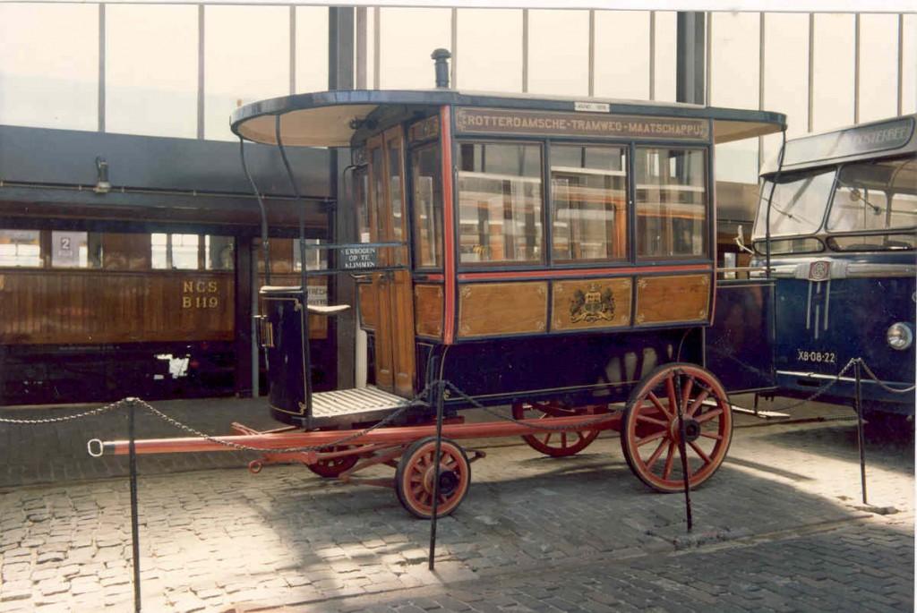 De paardenomnibus in het spoorwegmuseum in Utrecht