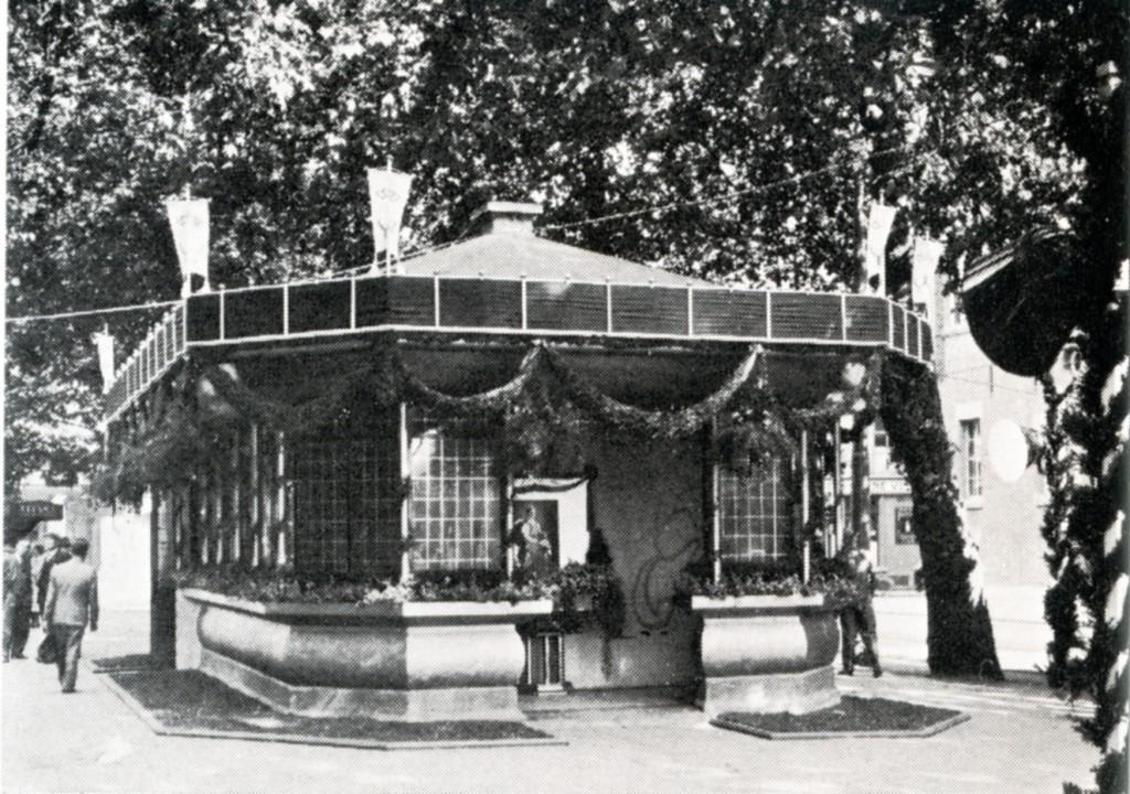 De Centrale Post en wachtruimte op het Berusplein. Het zou nog enkele malen verplaatst gaan worden.