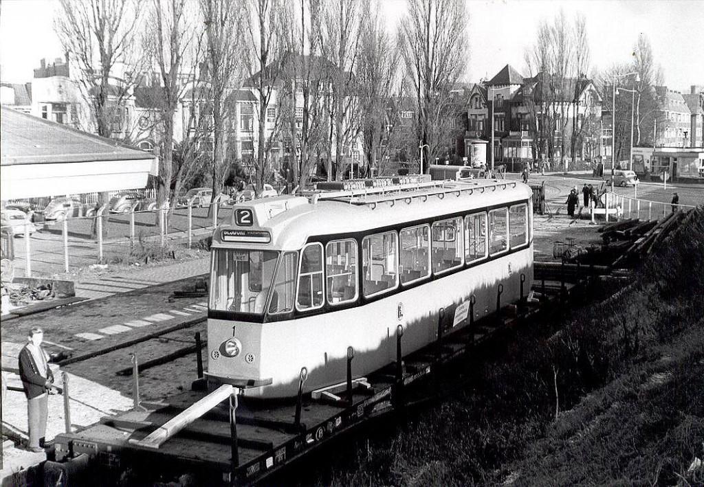 Schindler nummer 1 wordt afgeleverd aan de Ceintuurbaan (1957)