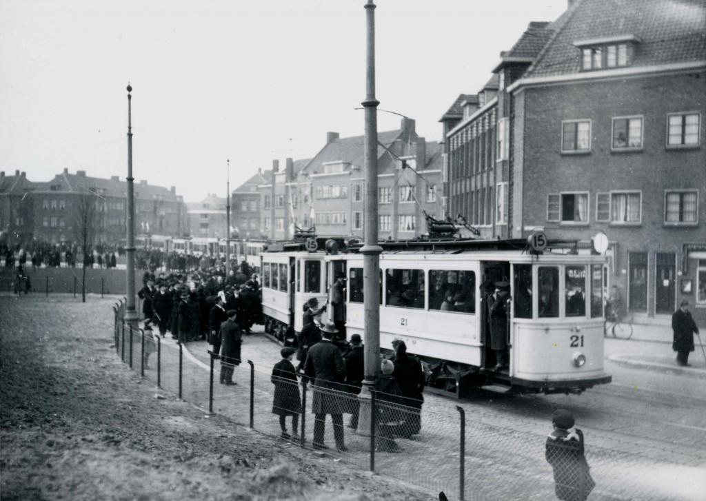 Motorrijtuig 21, lijn 15 voetbaltram, Mathenesserdijk-P.C. Hooftplein, 1925 (2e vertrekkende wagen 6 min na de eerste)