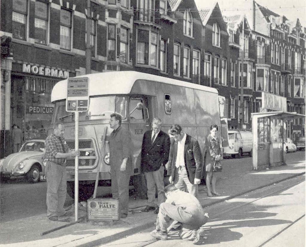 De vervanging van de oude haltepalen, 5-9-1969, Schiedamseweg