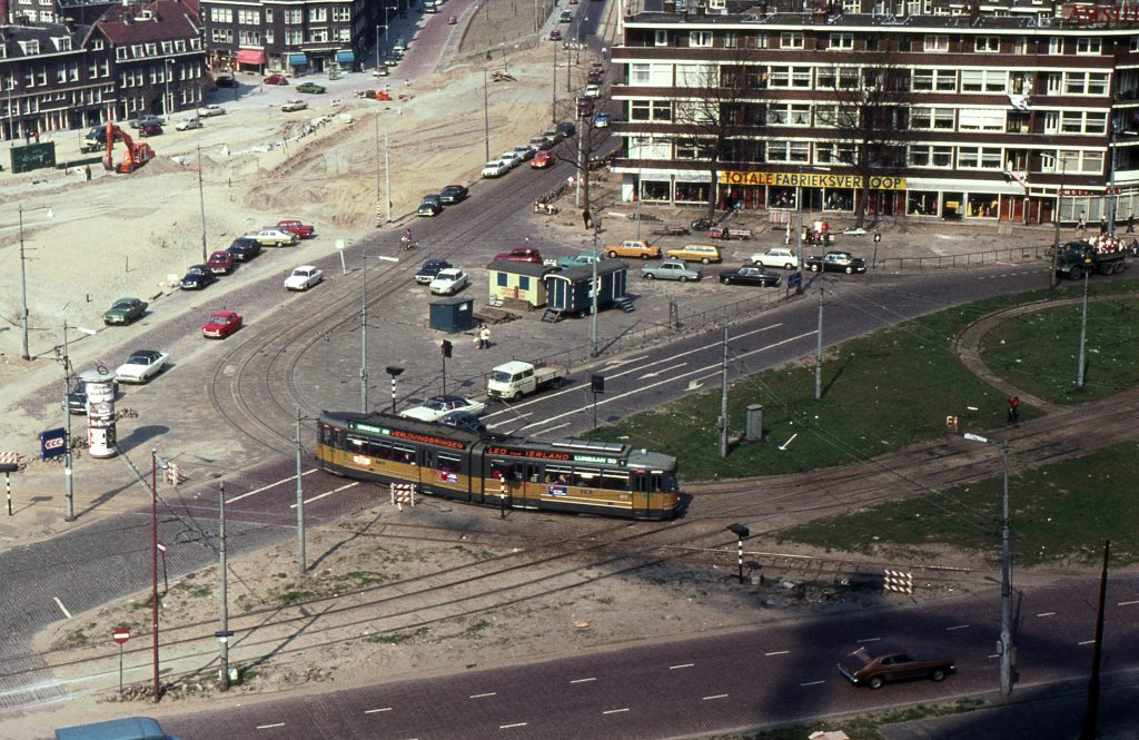 Motorrijtuig  60?, lijn 6, Marconiplein, 27-4-1973, Foto: R. van der Meer.