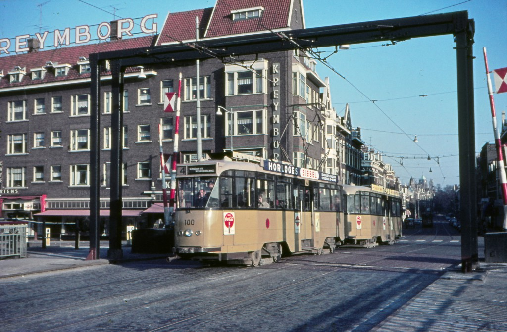 Motorrijtuig 100 en aanhangrijtuig 1039 , lijn 4, Lage Erfbrug, 23-12-1962, (foto: Jos Niehorster)