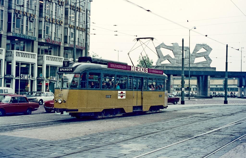 Motorrijtuig 127, lijn 11, Stationsplein
