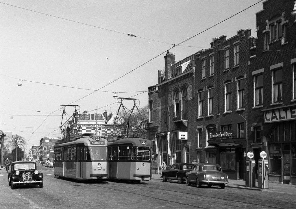 Motorrijtuigen 15 en 8, lijn 22, Walenburgerweg, 19-4-1958