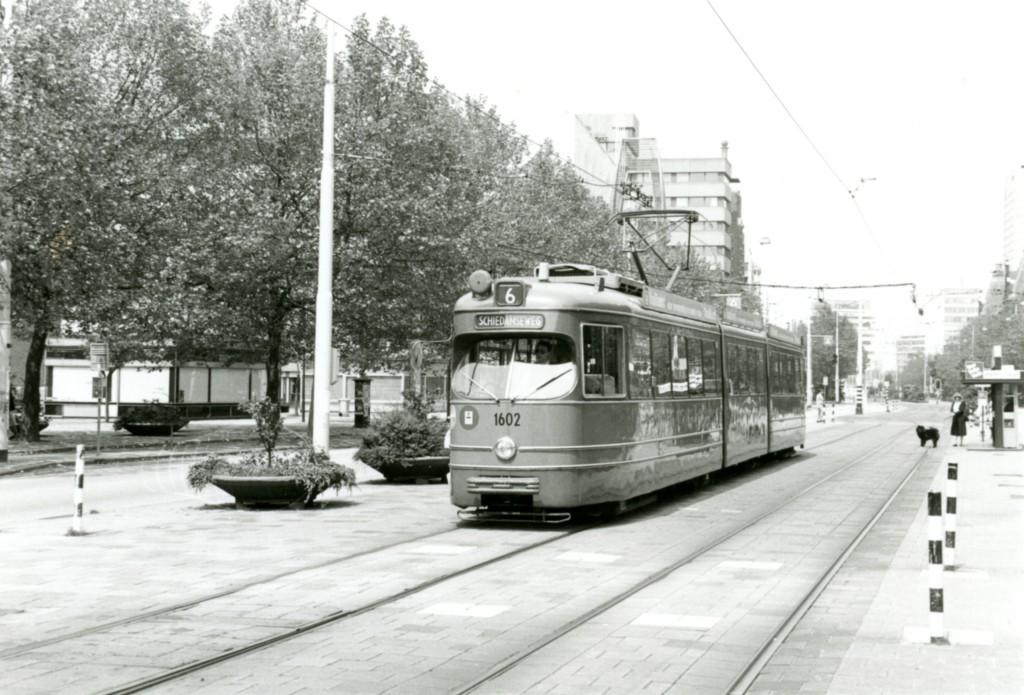 Motorrijtuig 1602, lijn 6, Coolsingel, 10-6-1984 (foto: N. Smit)