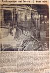 19551119 Aanhangwagen met bieten scheurt tram open